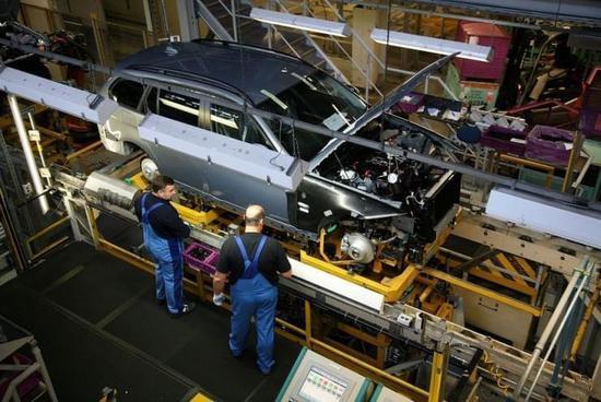 科技公司 VS 车企:一场自动驾驶的力量博弈