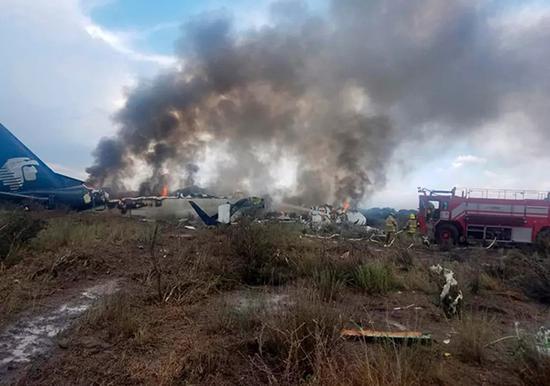 墨西哥坠机无人死:该航线地形复杂 飞行员水平较高