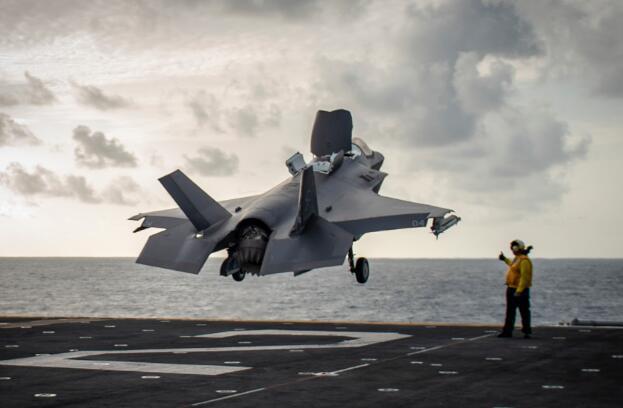 叙利亚局势紧张 美国首次在中东部署F