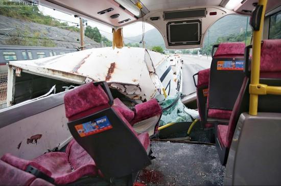 香港发生巴士与货车相撞事故 已致至少19人受伤