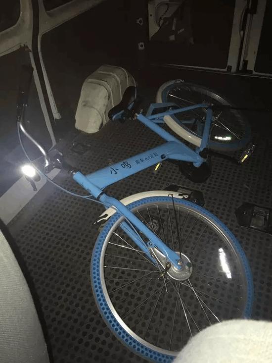 市民骑共享单车20分钟计费41万 连夜带单车报警