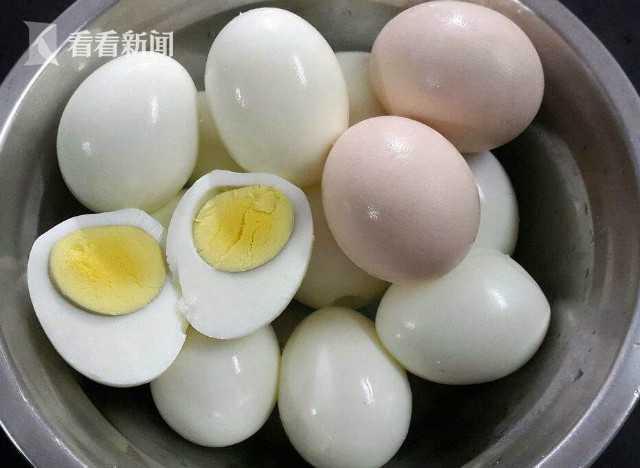 荷兰男子吸毒后往直肠塞15个鸡蛋 肠破裂剖腹取蛋