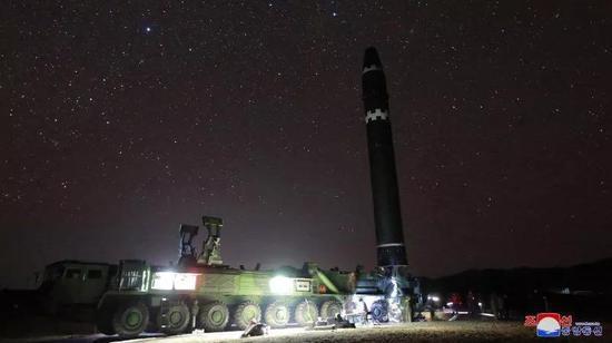 """▲资料图片:2017年11月28日,朝鲜宣布""""火星""""15洲际弹道导弹试射成功。(朝中社)"""
