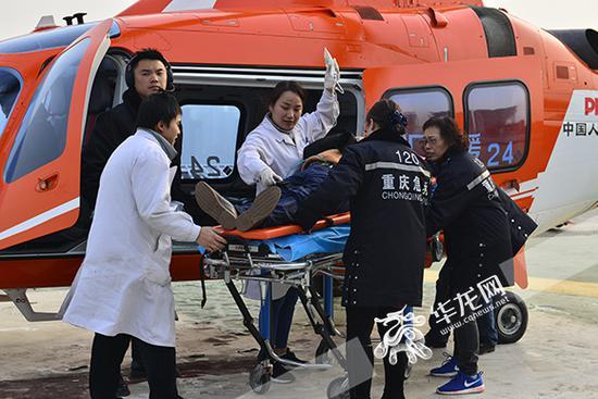 """重庆高速公路上首次启用""""空中120"""" 荣昌到主城全程只用了30分钟"""