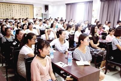 百名大学生暑期担任养老护理员
