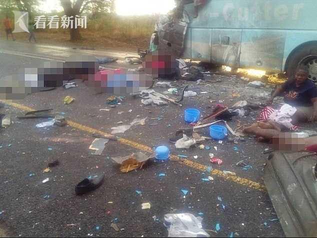 津巴布韦大巴司机强行超车撞另一大巴 致47死80伤