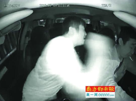 深圳的哥劝乘客系安全带反遭暴打 司机受罚:太委屈