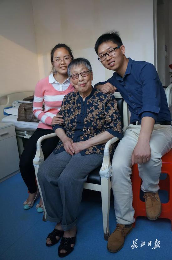 帮困助学 91岁病逝老人20多年没添过一件新衣
