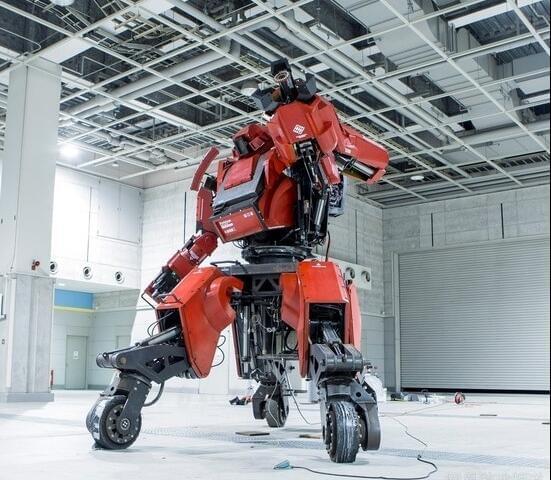 日本研制出可真人驾驶的机器人战士,卖1.2亿日元的照片 - 2