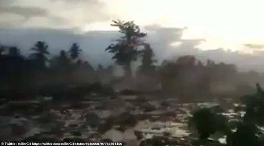 实拍印尼震后建筑在泥河漂浮:1700所房屋被吞没