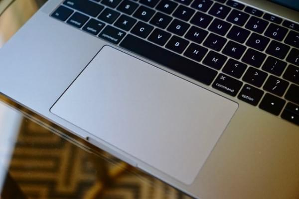 全新MacBook Pro评测:Touch Bar是亮点 但需要习惯的照片 - 6