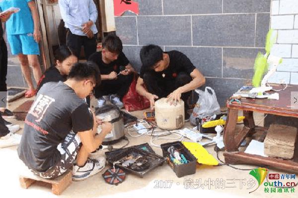 广东大学生下乡维修家电_赠送自制节能灯泡获追捧