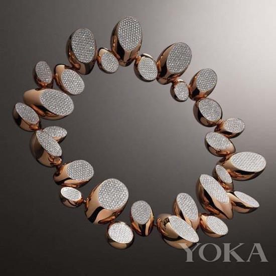 爱马仕珠宝以马蹄为灵感。