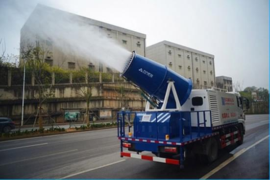 """""""治霾神器""""惹争议 雾炮车究竟能否治霾?"""