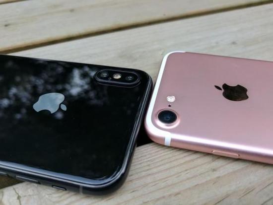 iPhone 8原型真机和iPhone 7上手对比