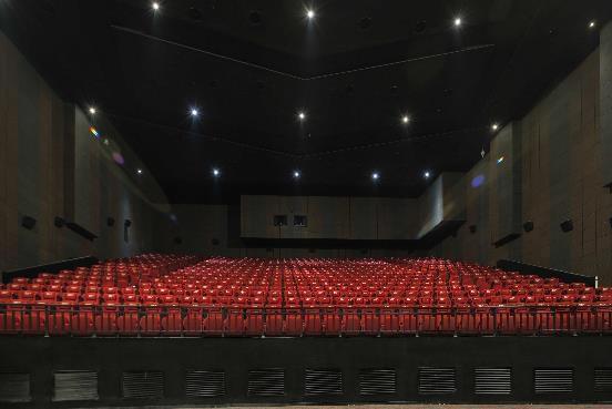 打造巨幕影厅太烧钱?来看看这家影院!