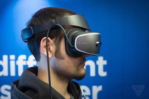 联想将推出基于Windows全息平台的首款VR头戴式装置的照片 - 3