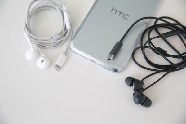 HTC强推USB Type-C听歌:3.5mm转接头都不给的照片 - 1