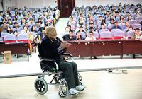 西北大学85岁退休教授坚持15年开办公益课堂