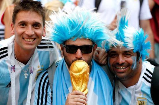 被足球左右的国家:经济恶化 阿根廷唯一的安慰碎了