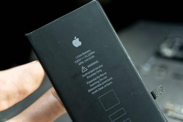2675mAh容量电池:iPhone 7 Plus拆解视频的照片 - 9