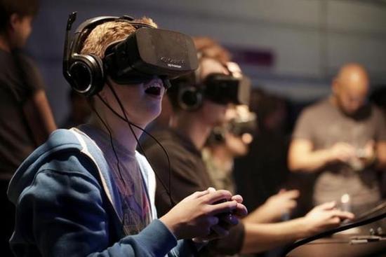 Pornhub说:现在的老司机们,都喜欢用VR飙车