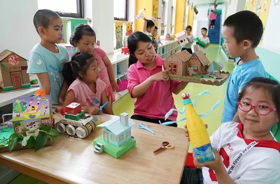 北京出台学前教育新规:看护幼儿时须2人同时在场