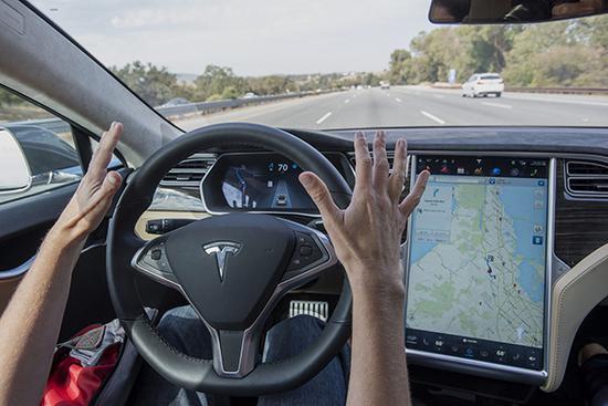 特斯拉逐步开启全自动驾驶功能:将推第九代系统