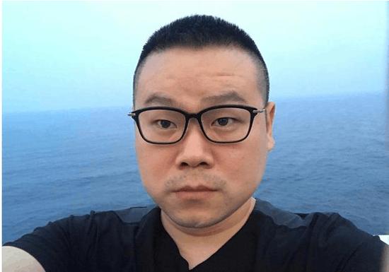 岳云鹏海上观日出面容憔悴 遭到网友实力调侃