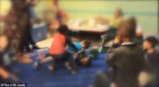 托儿所变搏击俱乐部让幼儿互殴 老师呐喊助威