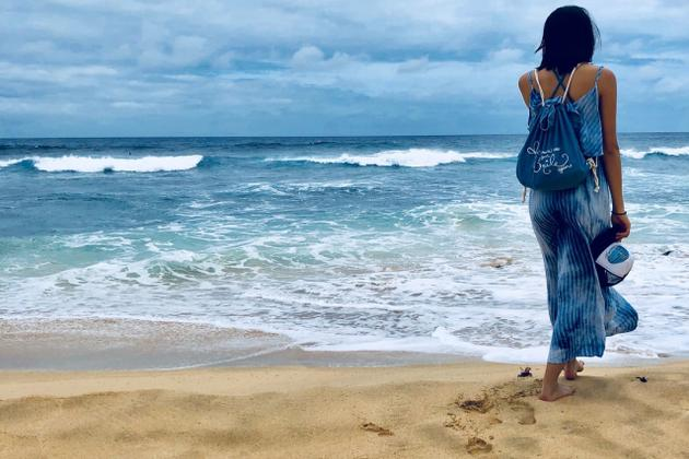 二女儿晒蓝色泳装照. 充满青春气息