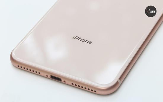 买了 iPhone 8 请当心,后盖玻璃修起来可能比屏幕都贵
