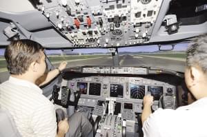 国产首台D级飞行模拟机亮相空港(图)