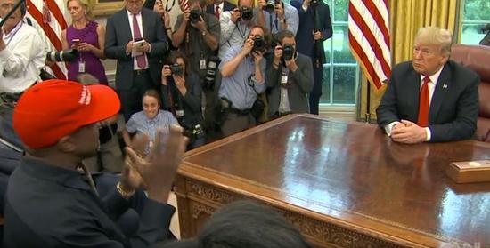 媒体:说唱歌手侃爷进白宫 连特朗普都插不上话