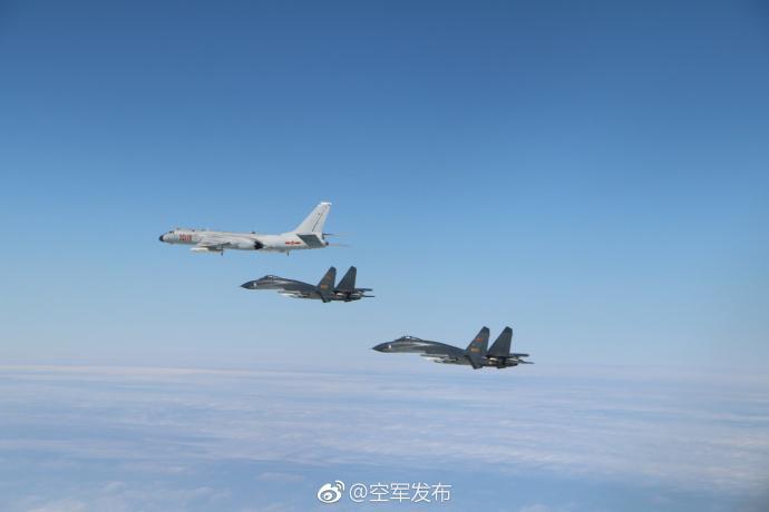 空军多型战机成体系绕岛巡航 轰6K和歼-11参训