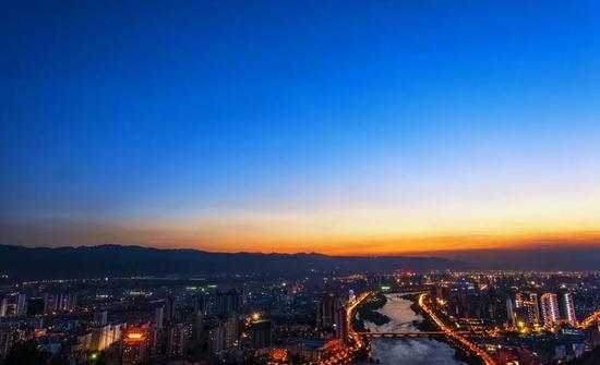 甘肃媒体:折达公路暴露问题 没理由质疑整个官场