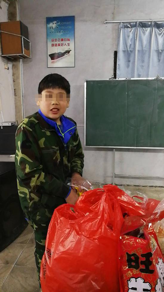 男孩被送培训机构夏令营后猝死 身上有20多处伤痕
