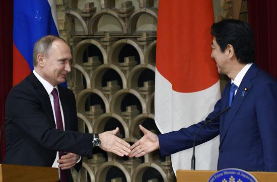 普京就向日移交两岛打太极:移交依据和主权归属需谈判