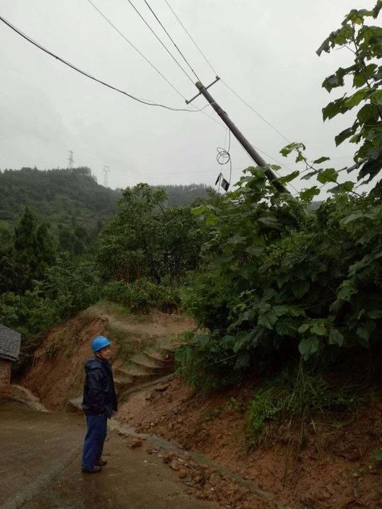 四川暴雨造成广元电网20条线路停运5万余户断电