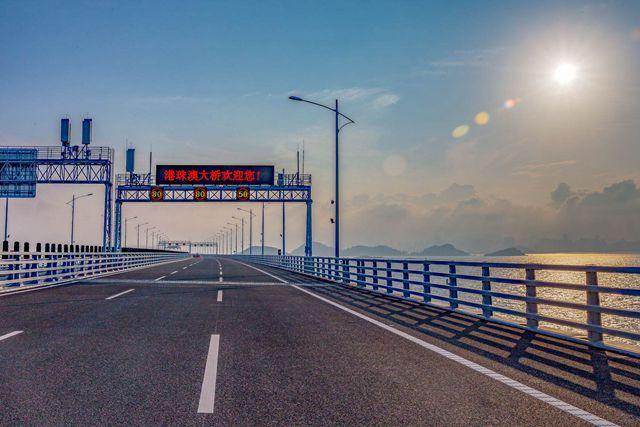 港珠澳大桥人流量日超10万 粤港澳人才资本加速流动