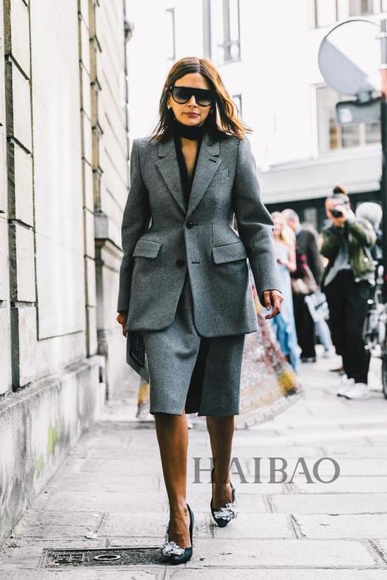 《Harper's Bazaar》杂志澳大利亚版时尚总监Christine Centenera 2017春夏巴黎时装周秀场外街拍