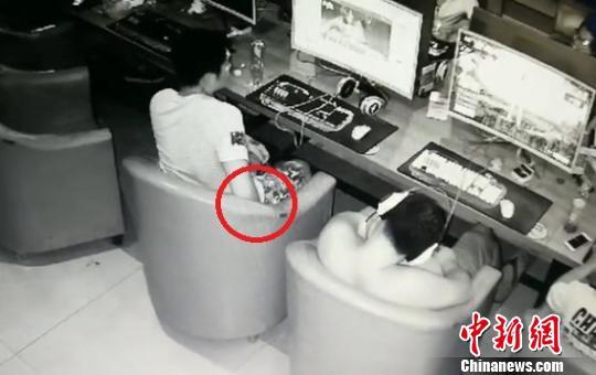 男子第6次因行竊被抓:網吧偷手機想當禮物送妻子