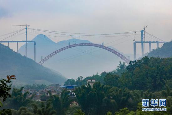 (新华全媒头条·图文互动)(3)从万桥飞架看中国奋斗——在贵州高高的山岗上
