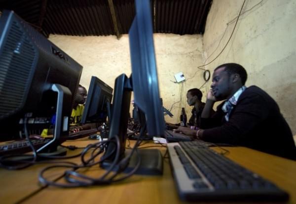 揭秘非洲网吧:1小时2美元 开网页需五六分钟的照片 - 7