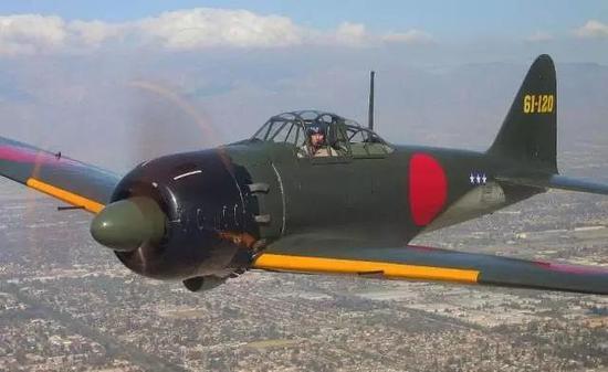 打破这一局面的是当时被称为亚洲最强战斗机的零式。1939年,还在试飞试验阶段的零式,从日本秘密飞往中国。碧山空战一役,中国空中力量损失殆尽。据当时的中国空军飞行员回忆,在以往的战斗中,从来没见过一款战机,能够有如此快的速度和异常敏捷的机动性。   零式为了达到设计要求,采用了全铝合金设计,减轻了机体重量,提高了整机推重比。由于取消了防弹钢板,机体一旦中弹便会着火,盟军后来给零式起了个外号叫做打火机。在太平洋战争爆发初期,零式战机将三分之二的对手从亚洲的天空抹掉,足见其战斗力强悍。