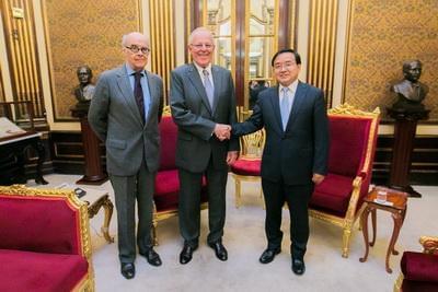 驻秘鲁大使贾桂德拜会秘鲁新任总统库琴斯基