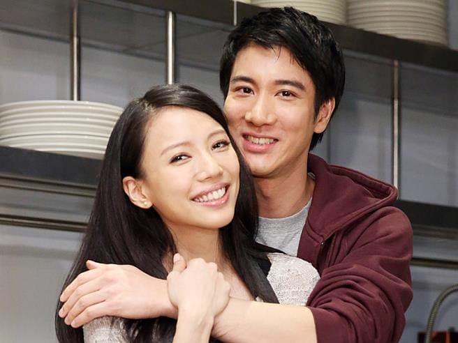 王力宏带老婆台湾看游艇 疑似要做游艇大亨