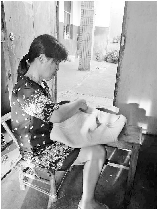 爸爸去世妈妈受伤 考上浙大的女儿成为家里的希望