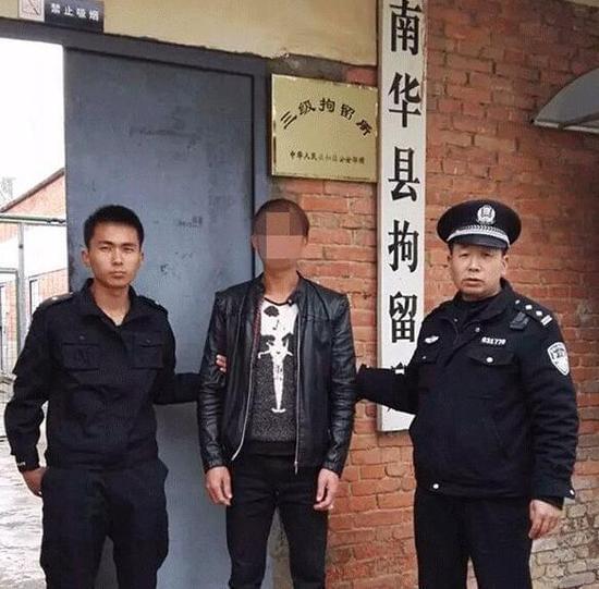 男子乱停车被贴条 发朋友圈辱骂警察被拘