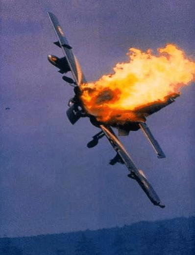 日本十架飞机坠落?假的!实为29年前拉姆施泰因空难